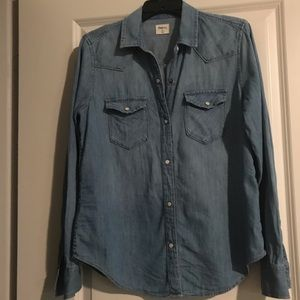 Gap long sleeved chambray button-down